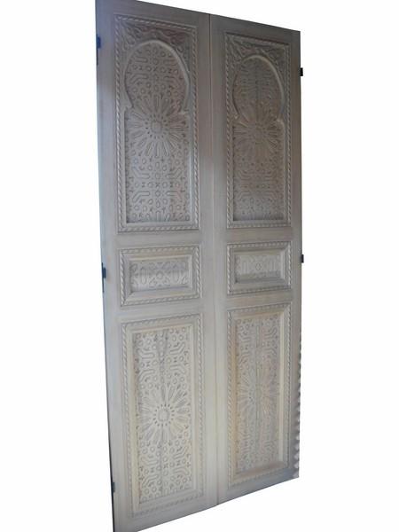 grandes portes de placard. Black Bedroom Furniture Sets. Home Design Ideas